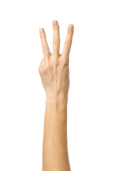 Номер три. жест рукой женщины изолированный на белизне