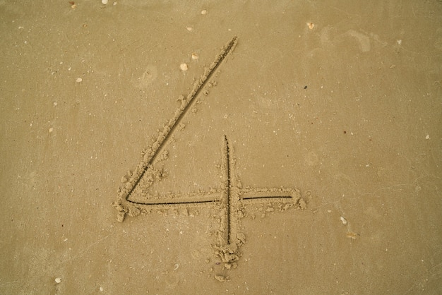 砂の中に書かれた番号