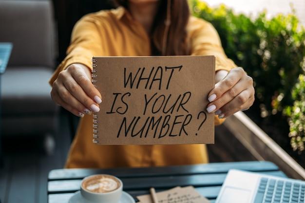 数秘術の数の概念数秘術は、人生の道と運命の数を計算します女性の数秘術師