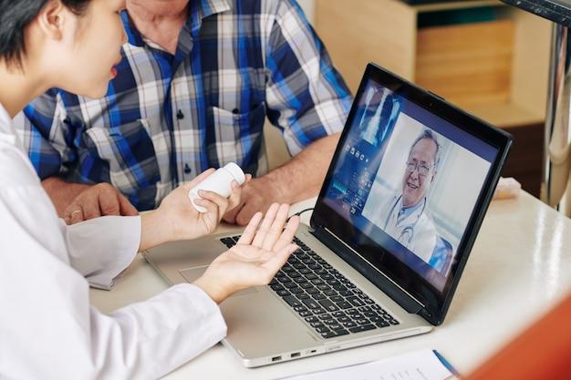 看護師と患者のビデオ通話の一般開業医