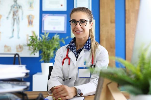 Медсестра в медицинской форме