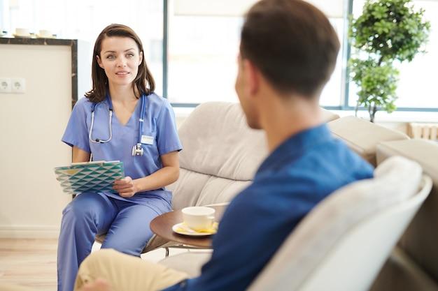 看護師が患者を登録する