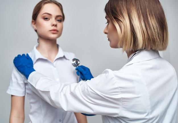 看護師聴診器の治癒手順は、背景を分離しました