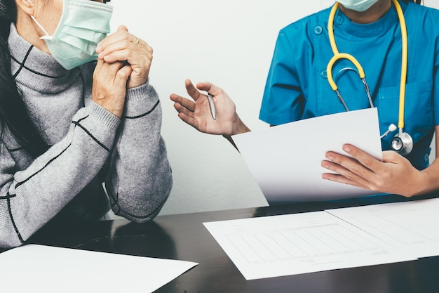 Nurses are recording patient records and questioning the illness