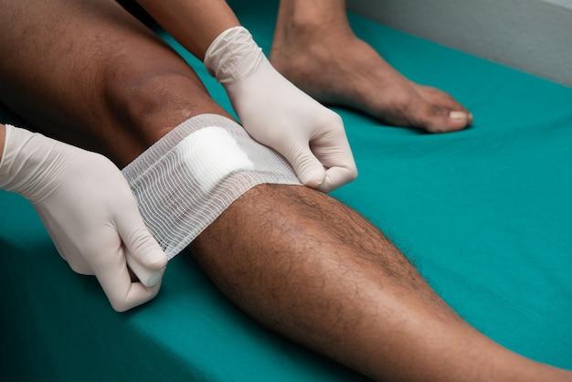 Nurses make leg ulcers in emergency room.