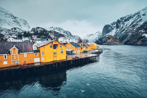 ノルウェーのヌスフィヨルド漁村