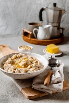 Disposizione del pasto colazione nutriente