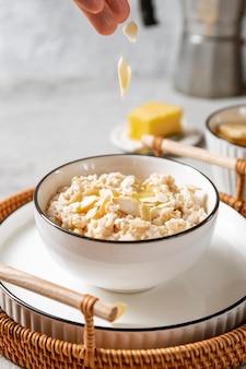 栄養価の高い朝食の食事の手配