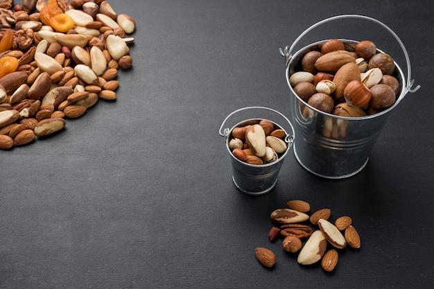 コピースペース付きナッツアレンジメント