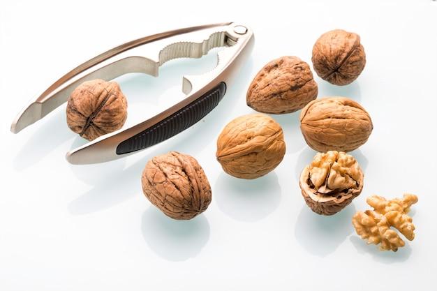 Орехи (целые и открытые) с каскадором