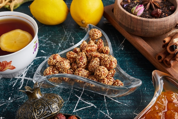 Nuts with caramel and sesame topping.