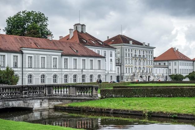 Дворец нимфенбург недалеко от мюнхена германия