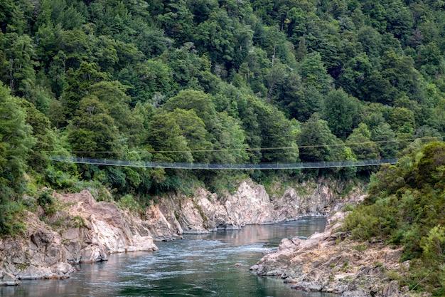 뉴질랜드에서 가장 긴 스윙브리지(뉴질랜드 불러 협곡)