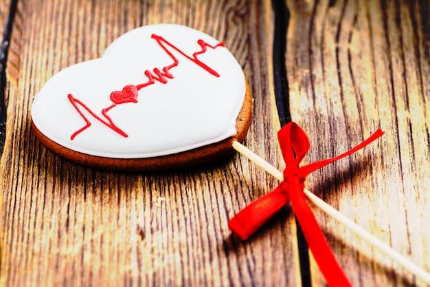 Пряничное печенье в форме сердца o