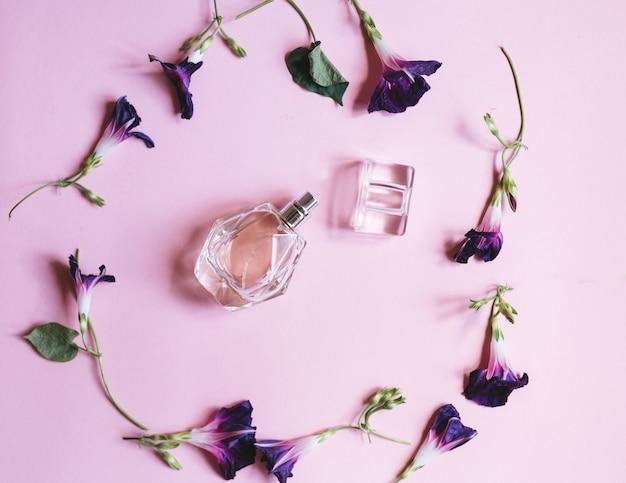 女性と紫の花の香りo