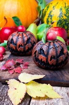 木製の背景にジャック-o-ランタン。秋のコンセプト。ハロウィン。