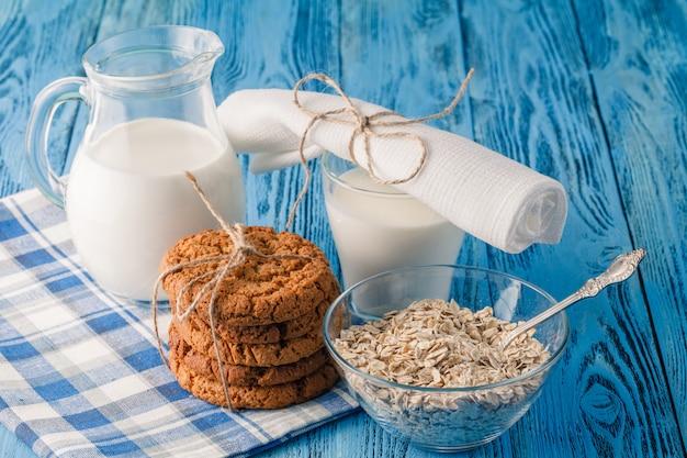オート麦クッキーとミルク