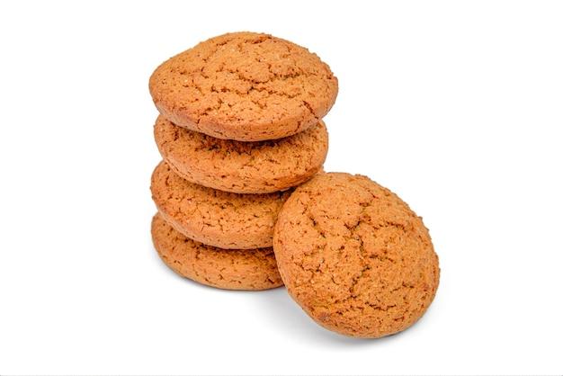 白で隔離されるオート麦クッキー