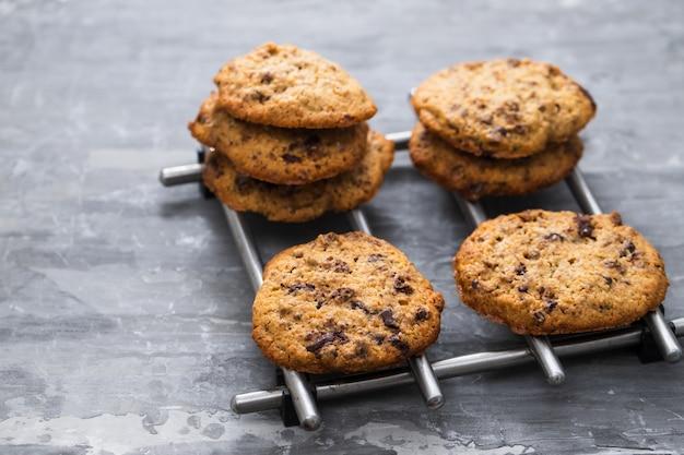 セラミックにチョコレートとオーツ麦クッキー