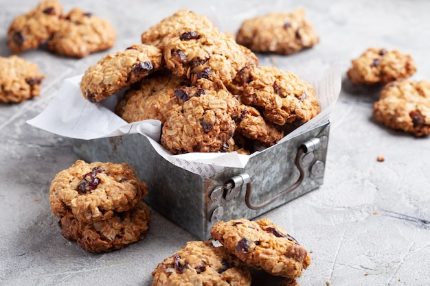Овсяное печенье с клюквой и орехом пекан