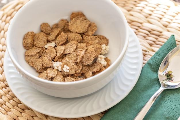Овсяные хлопья - это здоровый завтрак для здоровья.