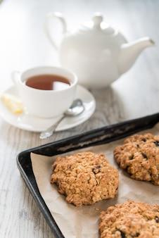 オートミールクッキーとお茶