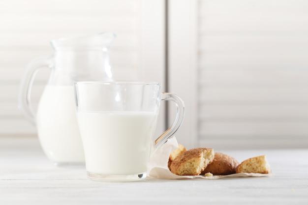 オートミールクッキー、便利なペストリー、オートミール、おいしい朝食、栄養価の高い Premium写真