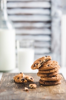 Oatmeal cookies with chocolate and milk