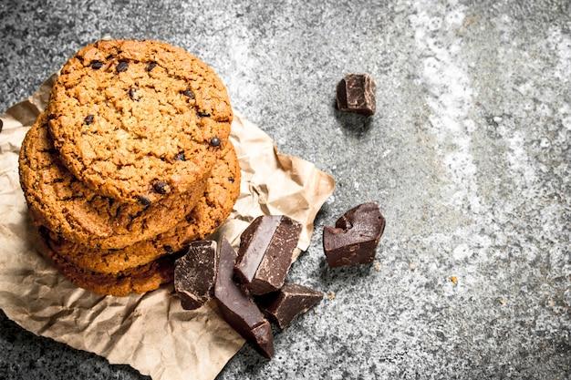 チョコレートの塊が入ったオートミールクッキー。