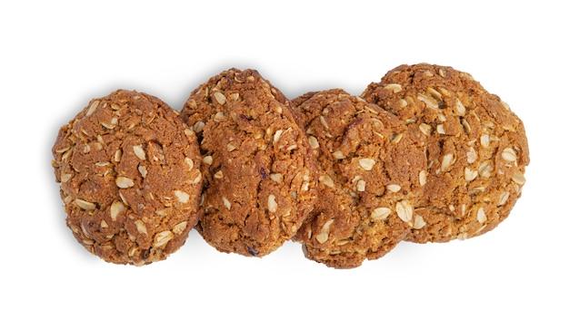 Овсяное печенье с изюмом и кокосом изолированы. вид сверху.
