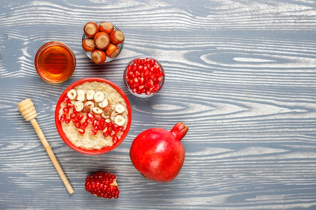 リンゴとシナモンのオートミールのお粥。