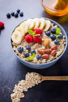 Oatmeal with fruits, nuts and honey