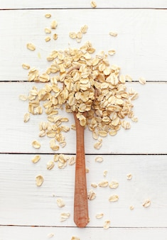 Овес на деревянной ложке