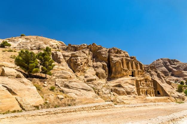 オベリスクの墓とペトラのトリクリニウム-ヨルダン
