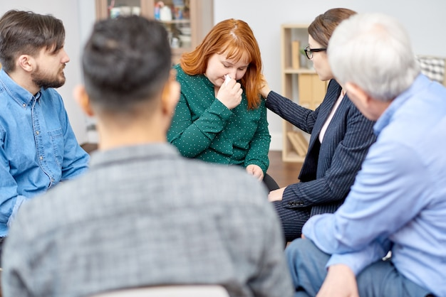 Obese patient participating in therapy session Premium Photo