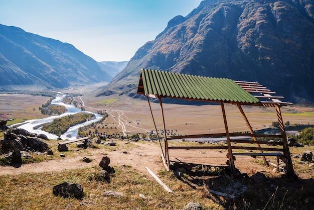 산천 계곡이 내려다보이는 전망대. 러시아, 알타이, chulyshman 강, akkrum 지역