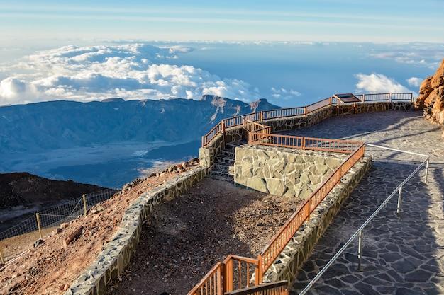 전망대. 엘 타이데 화산 기슭의 특이한 광경