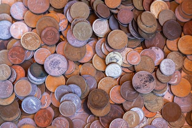 Устаревшие монеты на винтажном рынке (выборочный фокус)