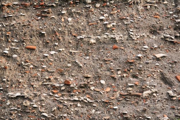Земля для занятий - отложения на месте древнего поселения, содержащие ракушки и черепки глиняной посуды.