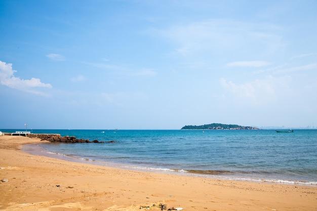 Морские пляжи.