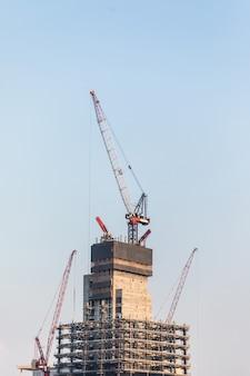 2018 년 10 월. 두바이에있는 고층 빌딩의 건물 건설.