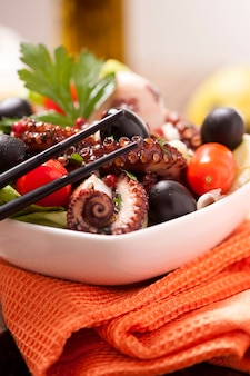 Салат из осьминога