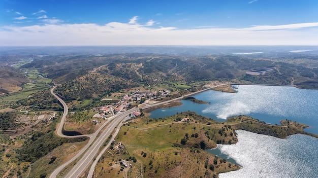 空中。ドローン、貯水池ダムodeleiteのビデオ撮影。ポルトガル