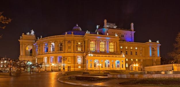 ウクライナの夜のオデッサオペラバレエ劇場