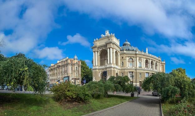 Вид на одесский оперный театр