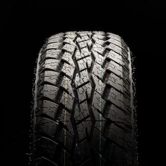 Внедорожные шины повышенной проходимости. крупный план квадратное фото