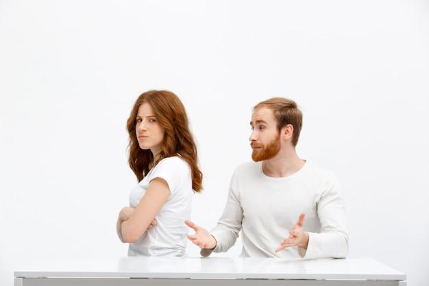 Обиженная девушка злится на мужа
