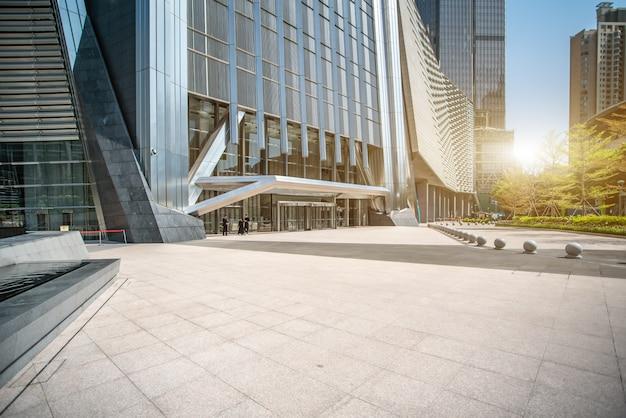 상하이 금융 지구의 사무실 건물과 거리