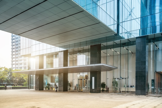 Офисные здания и улицы в шанхайском финансовом районе