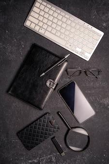 黒い表面のオフィスコンセプト、フラットレイアウト